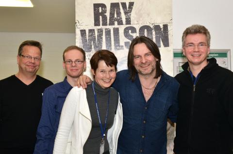 Dirk Ballarin zusammen mit derm ehemaligen Sänger von Genesis Ray Wilson nach einem Konzert in Göttingen Ballarin Music